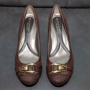 NATURALIZER WOMEN'S BROWN SUEDE & LEATHER PUMP